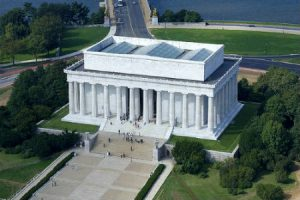 the steps at the lincoln memorial are a great training spot for runners