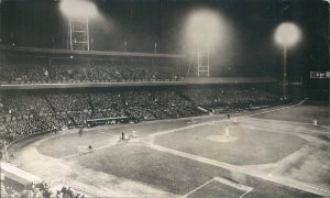 the first night game was played in cincinnati in 1935